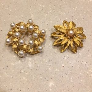Jewelry - Vintage Gold and Pearl Pins - Costume Jewelry Set